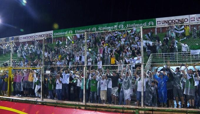 Torcida da Caldense no Estádio Ronaldão 19-04 (Foto: Reprodução EPTV)
