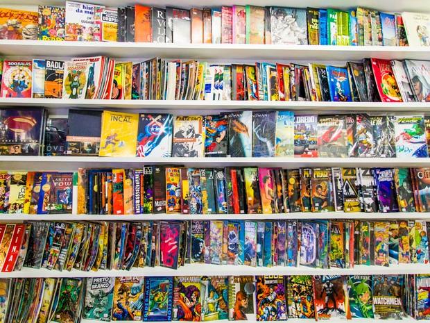 Estabelecimento disponibilza mais de 2 mil títulos de HQs (Foto: Jonathan Lins/G1)