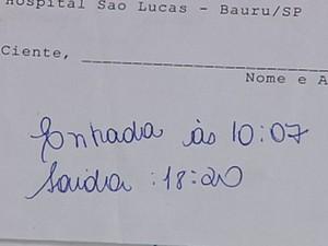 Protocolo de atendimento mostra os horários de entrada e saída  (Foto: reprodução/ TV TEM)