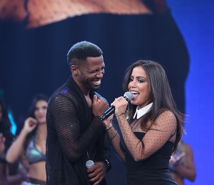 Anitta e Jlhama cantam sucesso (Foto: Carol Caminha/Gshow)