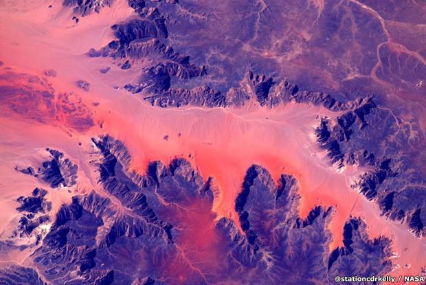 Montanhas da África vistas da ISS (Foto: Scott Kelly/Nasa)