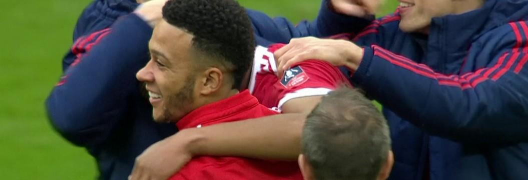 Martial faz gol no fim e leva Manchester United à decisão
