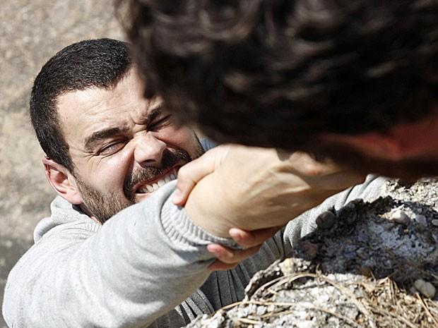 Fernando fica à beira da morte (Foto: Amor Eterno Amor/TV Globo)
