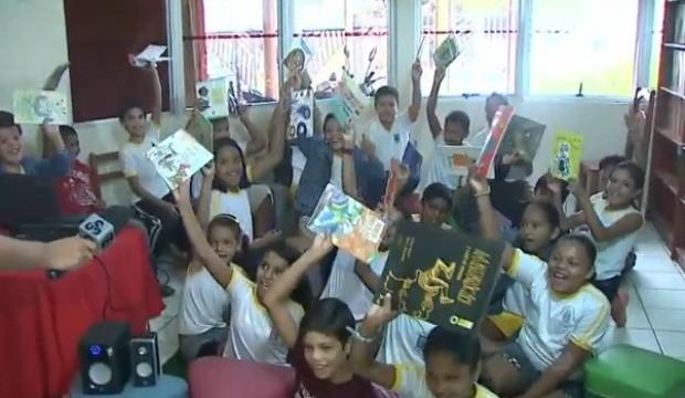 Crianças são incentivadas a cuidar do meio ambiente através de leitura e vídeos (Foto: Bom Dia Amazônia)