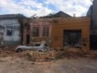 Casa abandonada será demolida após parede desabar em Santos, SP