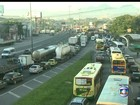 Estradas têm esquema especial de trânsito no feriado de 1º de maio no RJ
