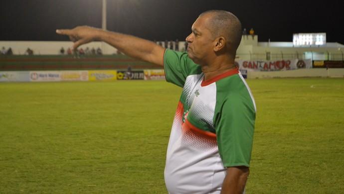 Wassil Mendes, técnico do Santa Cruz-RN - Santa Cruz-RN x América-RN - Estádio Iberezão (Foto: Jocaff Souza/GloboEsporte.com)