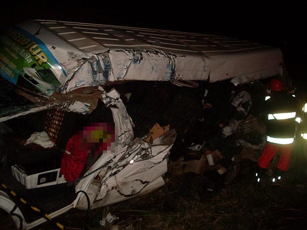 Acidente entre van e carreta deixa quatro mortos em Jequié, na Bahia (Foto: Wilson Novaes Júnior/Arquivo Pessoal)
