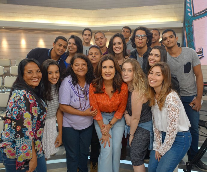 Mais plateia com a apresentadora  (Foto: Vinícius Cunha/Gshow)