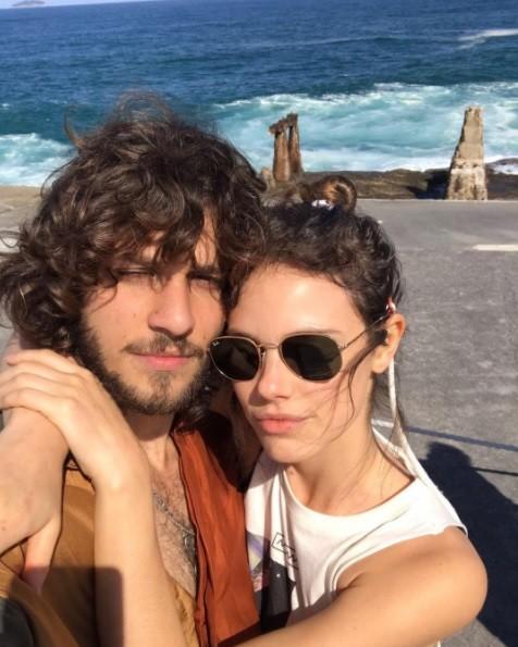 Laura Neiva e Chay Suede (Foto: Reprodução / Instagram)