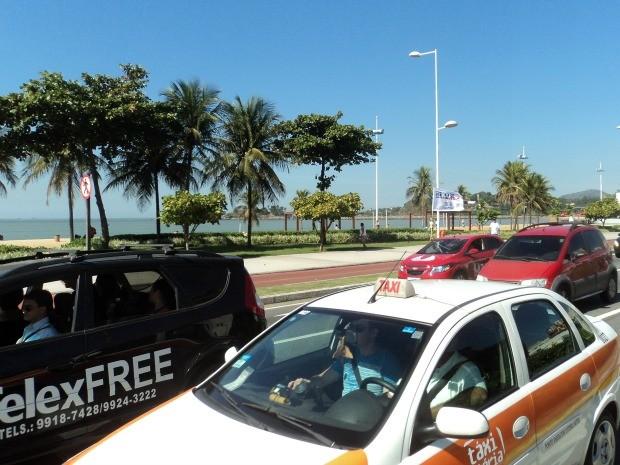 Divulgadores da Telexfree saíram em carreata em Vitória para defender a empresa e protestar contra decisão da justiça. (Foto: Leandro Nossa/G1 ES)