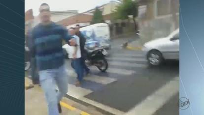 Jornalista é agredido ao fazer imagens de acidente em Matão, SP