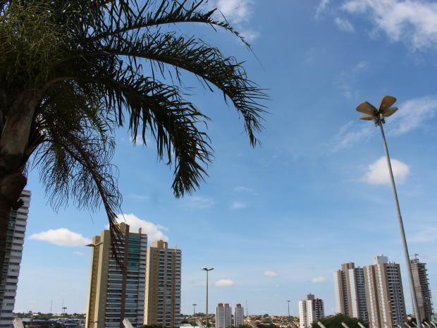 Céu de Campo Grande nesta tarde quarta-feira (1º) (Foto: Gabriela Pavão/ G1 MS)
