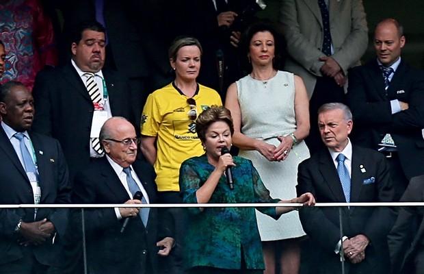 DANO À IMAGEM Dilma fala  sob vaias em Brasília, em 2013. O governo teme os efeitos da Copa (Foto: Ueslei Marcelino/Reuters)