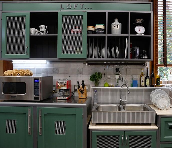O verde é a base da cor escolhida pela equipe para compor a cozinha (Foto: Ellen Soares)