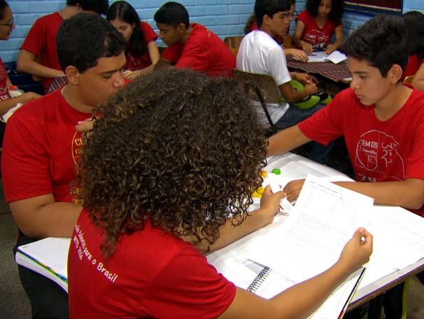 Por meio de atividades lúdicas, escola do Distrito Federal se tornou referência em matemática (Foto: Reprodução de TV)