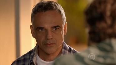 Vicente insiste em ir à casa de Lígia buscar Joaquim