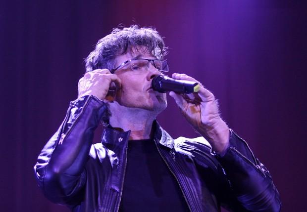 Em carreira solo, o cantor traz ao Brasil sua turnê