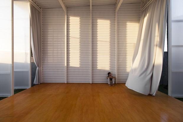 Galpão se transforma em estúdio de teatro (Foto: Djan Chu/Divulgação)