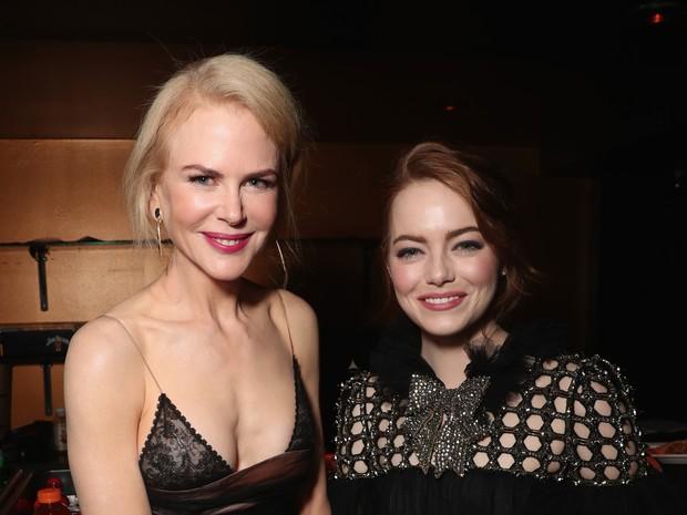 Nicole Kidman  e Emma Stone em prêmio em Los Angeles, nos Estados Unidos (Foto: Todd Williamson/ Getty Images/ AFP)