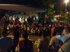 Manifestantes fazem protesto contra o impeachment no centro de Cuiabá