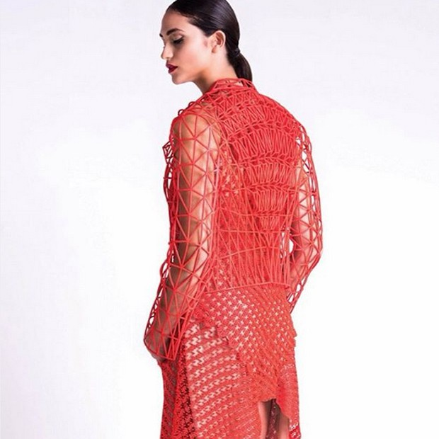 Uma das peças tecnológicas da estilista Danit Peleg (Foto: Reprodução)