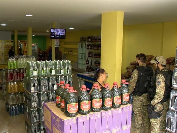 Distribuidoras de cerveja são alvo de investigação no Espírito Santo (Foto: Reprodução/ TV Gazeta)