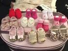 Grávida, Moranguinho mostra coleção de sapatos da filha