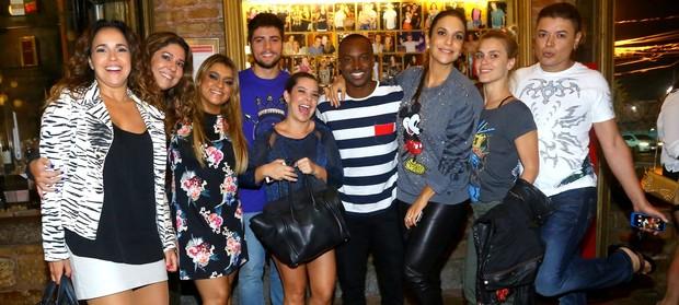 Ivete Sangalo, Carolina Dieckmann, Preta Gil e outros artistas jantam no Rio (Foto: Marcello Sá Barretto / AgNews)