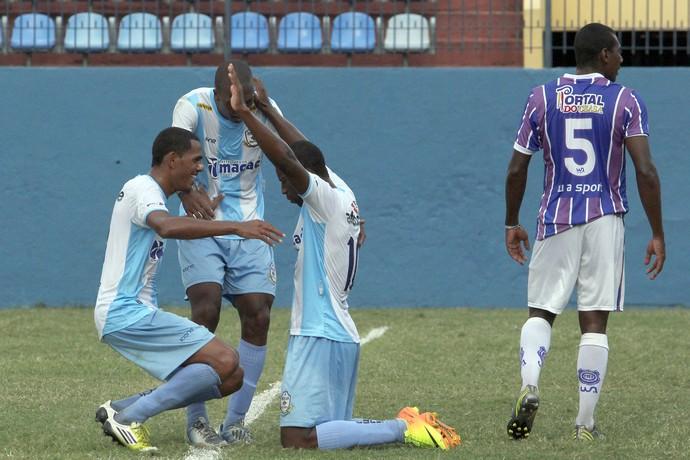 Bruno Alves comemora gol no jogo Macaé x Madureira (Foto: Tiago Ferreira/Divulgação)