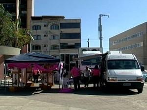 Mamografia Móvel foi montada na Praça da Catedral (Foto: Reprodução/ TV Integração)