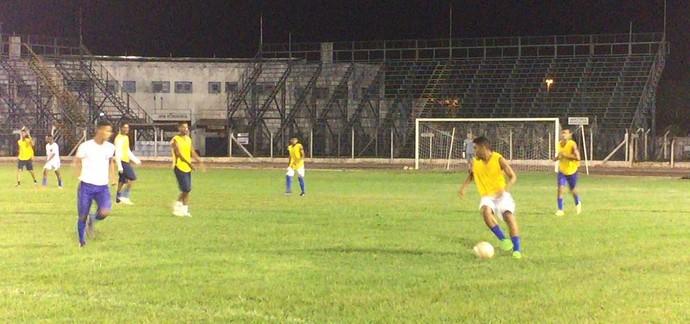 Osvaldo Cruz treino noturno no Brenão (Foto: Murilo Rincon / GloboEsporte.com)