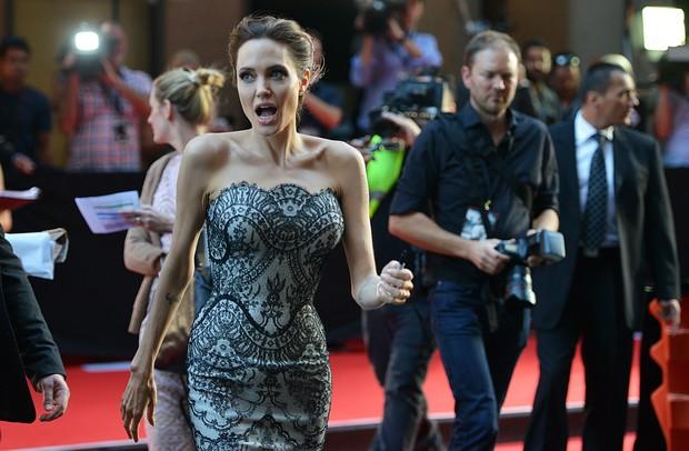 Angelina Jolie na première 'Unbroken' (Foto: AFP)