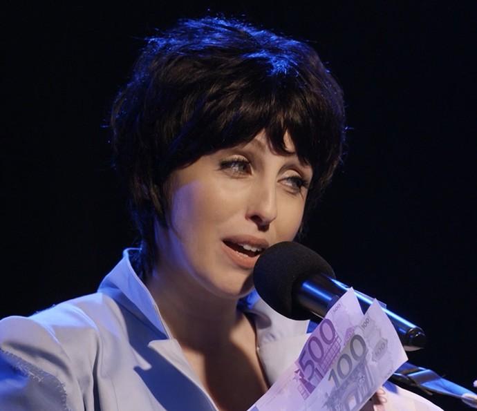 Luana Martau como Adriana Calcanhoto (Foto: TV Globo)
