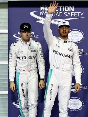 Lewis Hamilton e Nico Rosberg após treino classificatório para o GP de Abu Dhabi