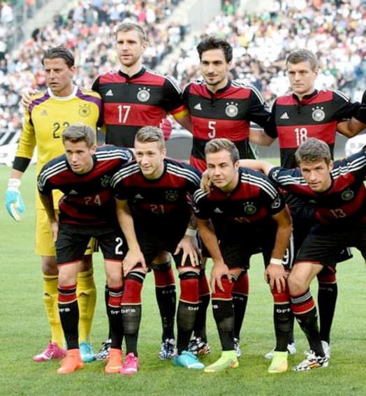 Alemanha posada camisa rubro-negra Flamengo