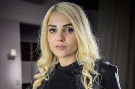 Monica Iozzi como Scarlett em 'Alto astral' (Foto: Reprodução)