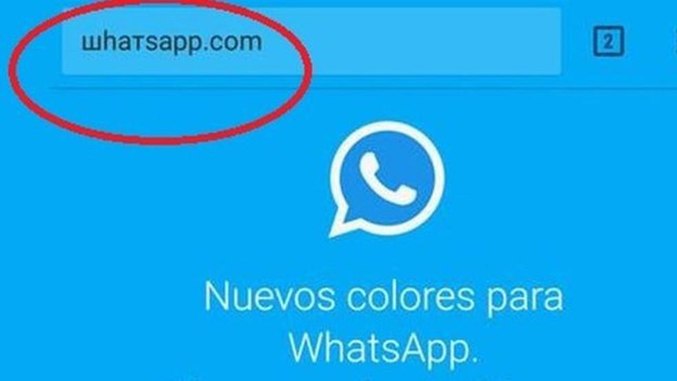 A URL enganosa já aperece em espanhol e usa o mesmo nome do WhatsApp, mas com caracteres cirílicos (e não começa com