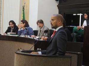 Autor do requerimento, o deputado Edilson Silva (Psol) ficaria responsável pela coordenação do trabalho (Foto: Luna Markman/G1)