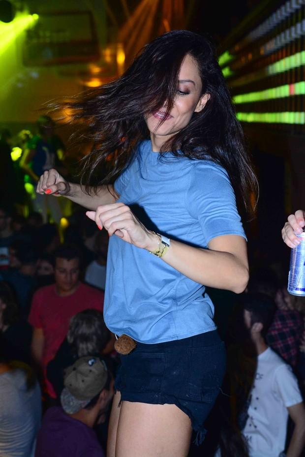Lia Khey curtindo festa (Foto: Leo Franco / AgNews)