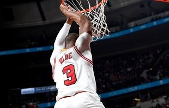 Aniversariante, Wade falha no último arremesso, e Mavs batem Bulls no fim