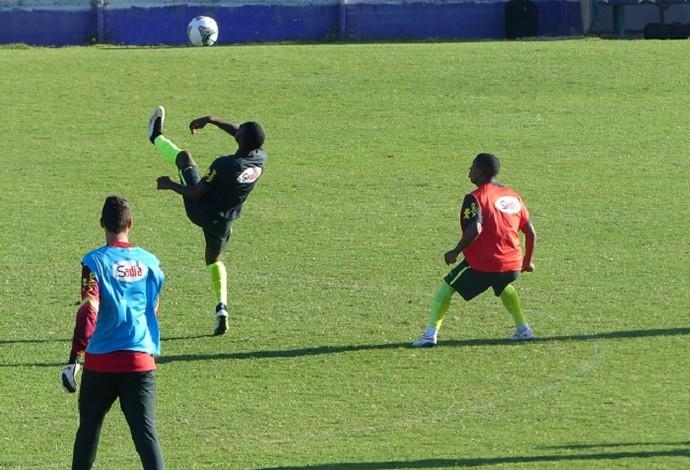 Gerson mostra habilidade em treino da seleção brasileira sub-20 (Foto: Felipe Schmidt)