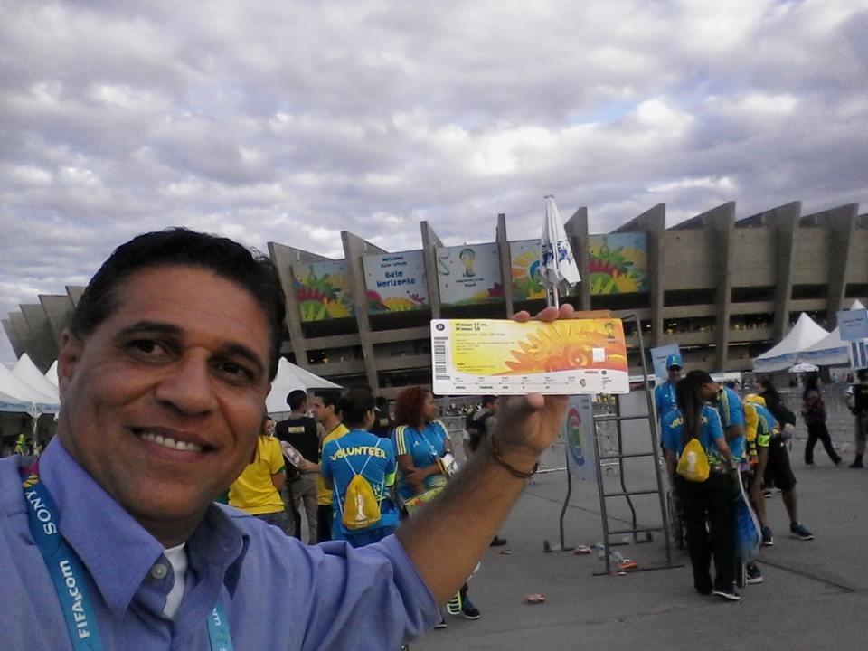 Jorge Félix na entrada no estádio, na cobertura da Copa (Foto: Arquivo Pessoal)