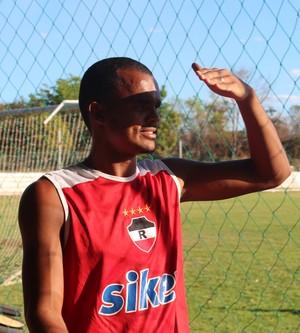 George Michael  - Treino do River-pi (Foto: Emanuele Madeira/GLOBOESPORTE.COM)