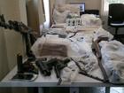 Operação apreende 27 kg de drogas, submetralhadora e prende 71 pessoas