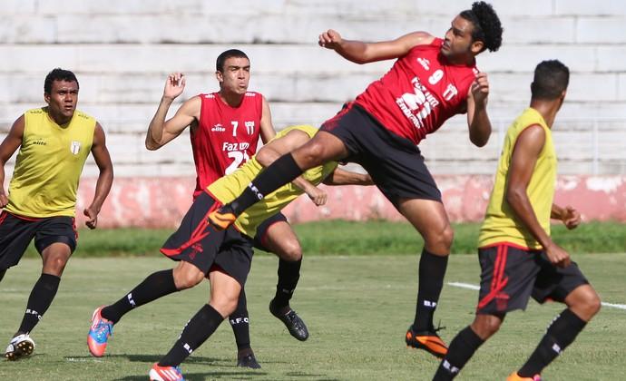 William Xavier joga bem, mas futuro segue indefinido (Foto: Rogério Moroti/Ag. Botafogo)