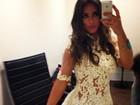 Nicole Bahls posa de vestido transparente