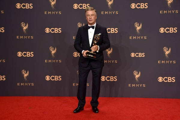 Alec Baldwin por sua interpretação de Donald Trump e  levou o Emmy de Melhor Ator Coadjuvante em Série de Comédia (Saturday Night Live) (Foto: Getty Images)