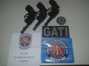 Armas recuperadas da Empresa Sena, em Olinda (Foto: Ascom Polícia Militar de Pernambuco)