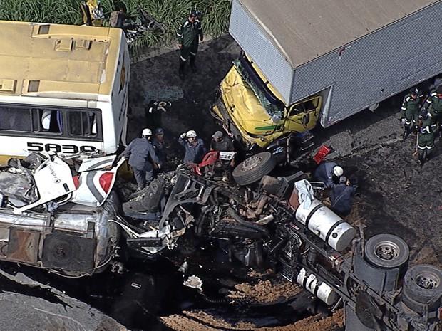 acidente rodovia Minas Gerais (Foto: Reprodução/TV Globo)